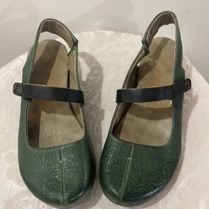 OTBT Springfield MJ olive green leather wedges 7.5